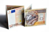 Komentarzy walutowy: Złoty koryguje poniedziałkowe umocnienie, w centrum uwagi dane z Polski