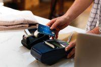 Visa, Mastercard: Limit transakcji zbliżeniowych bez PIN-u podniesiony do 100 zł