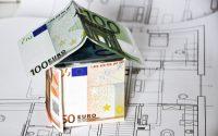 Rynek nieruchomości hamuje i spadają ceny. Dodatkowo banki zaostrzają kryteria przyznawania kredytów