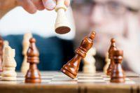 Giełdowy szach, ale jeszcze nie mat, czyli co mogą zyskać, a co stracić drobni akcjonariusze w wezwaniu na ABC Datę