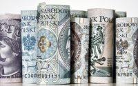 Od lutego Polacy wycofali z depozytów ponad 64 mld zł